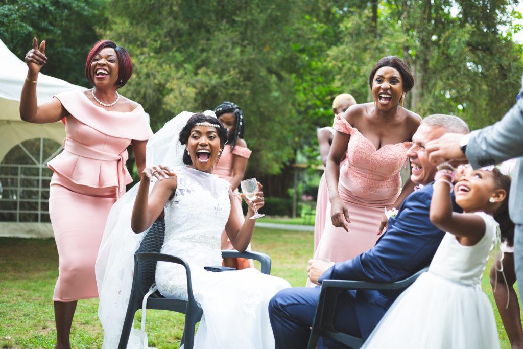 Scène de joie. Photographe de mariage
